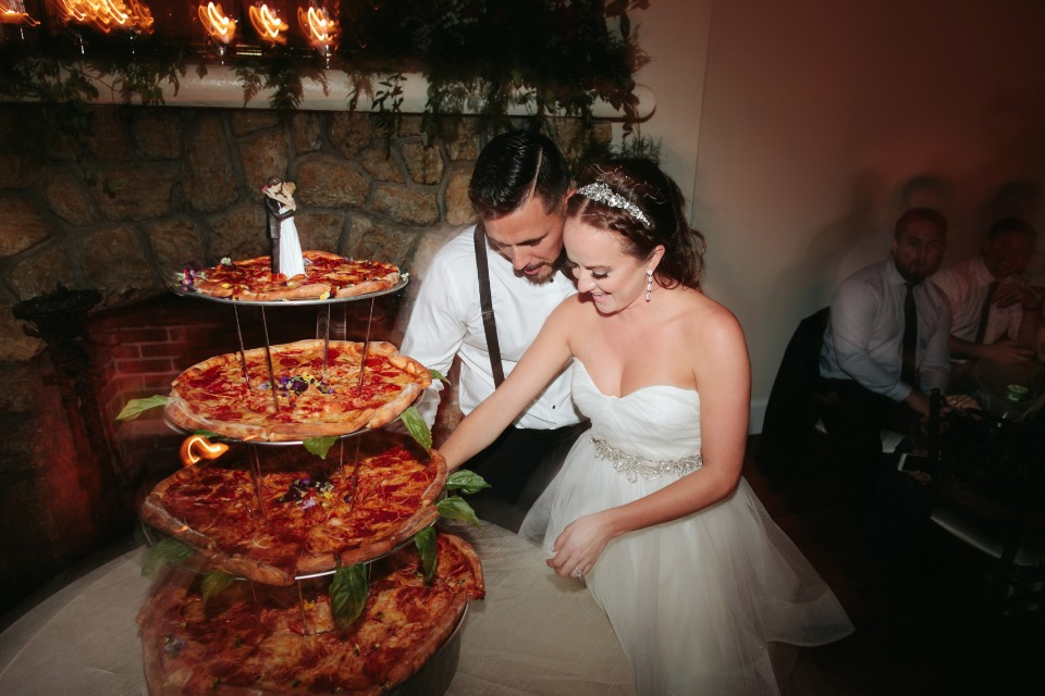This image has an empty alt attribute; its file name is 539000_black-and-whitewedding_0535.jpg